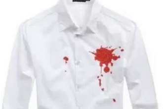 5 cách tẩy vết máu khô trên quần áo cực kì dễ